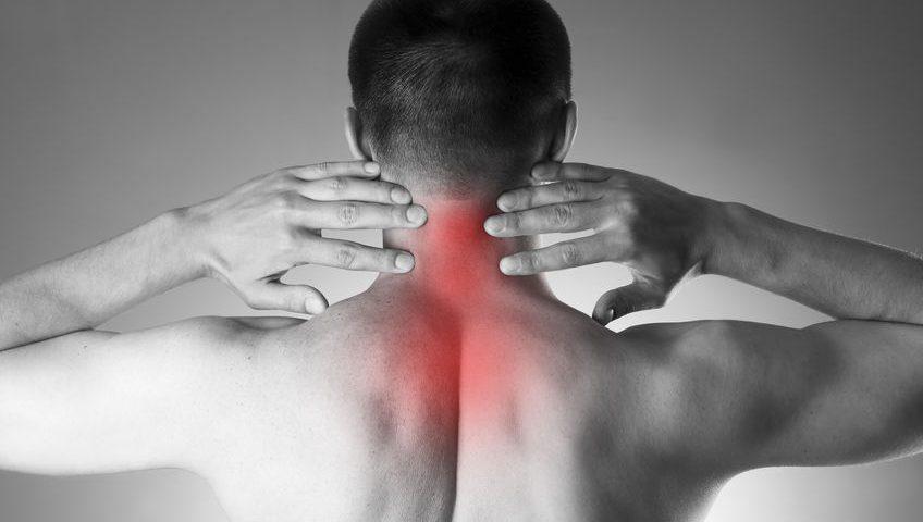 pijn in de nek van een whiplash